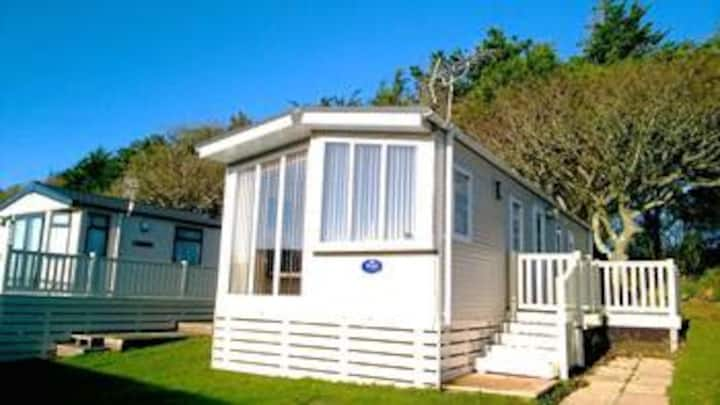 New Forest retreat walk to beach 3 bedrooms 2 loos