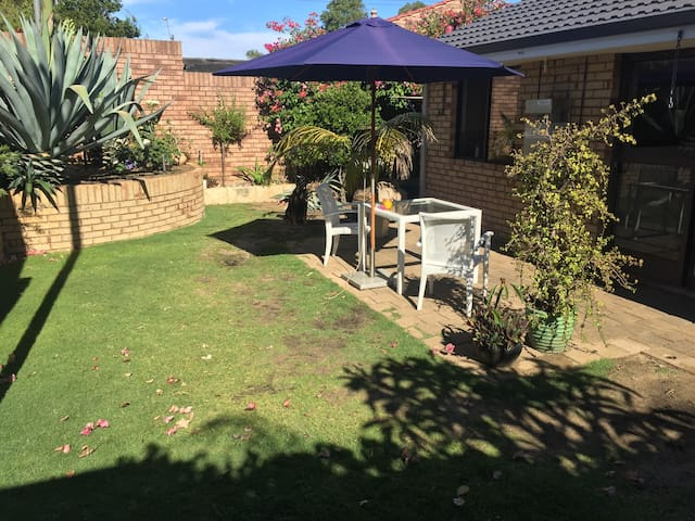 Homely Wembley Villa Close to Beach and Perth City - Wembley - วิลล่า