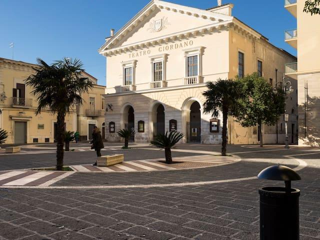 Casa autonoma al Teatro Giordano - Foggia - Stadswoning