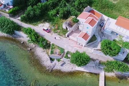 House with terrace by the sea. 2min from Novalja
