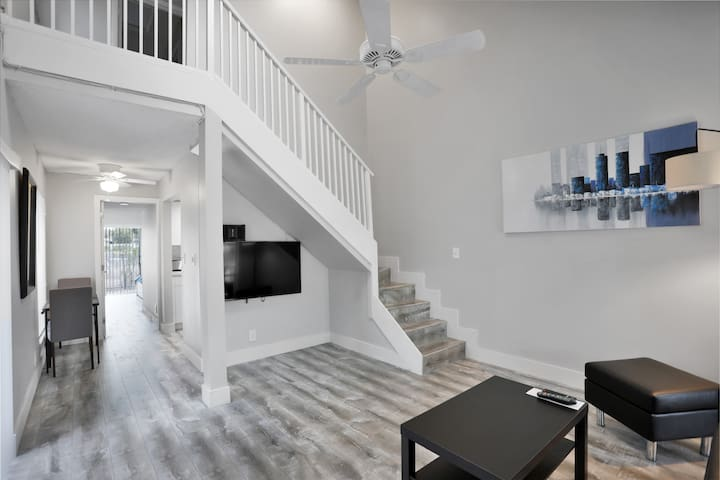 Ft. Lauderdale Hideaway - 2Bed/2Bath Townhome