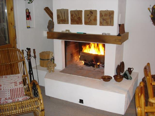 Komfortable Ferienwohnung in Falera/Nähe Skilift - Falera - Apartament
