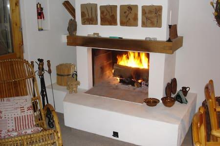 Komfortable Ferienwohnung in Falera/Nähe Skilift - Falera - Appartement