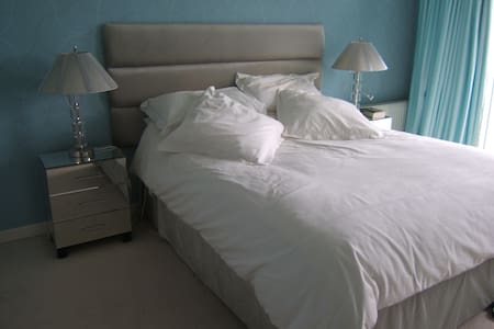 Room close to beach and airport - Rush