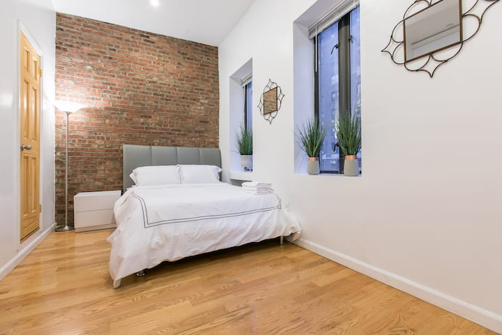 Charming 2 Br 2 Bath on the UES