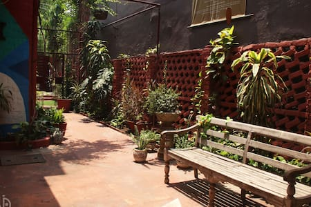 A quiet sylvan red brick house midst Central Noida - Noida - Hus
