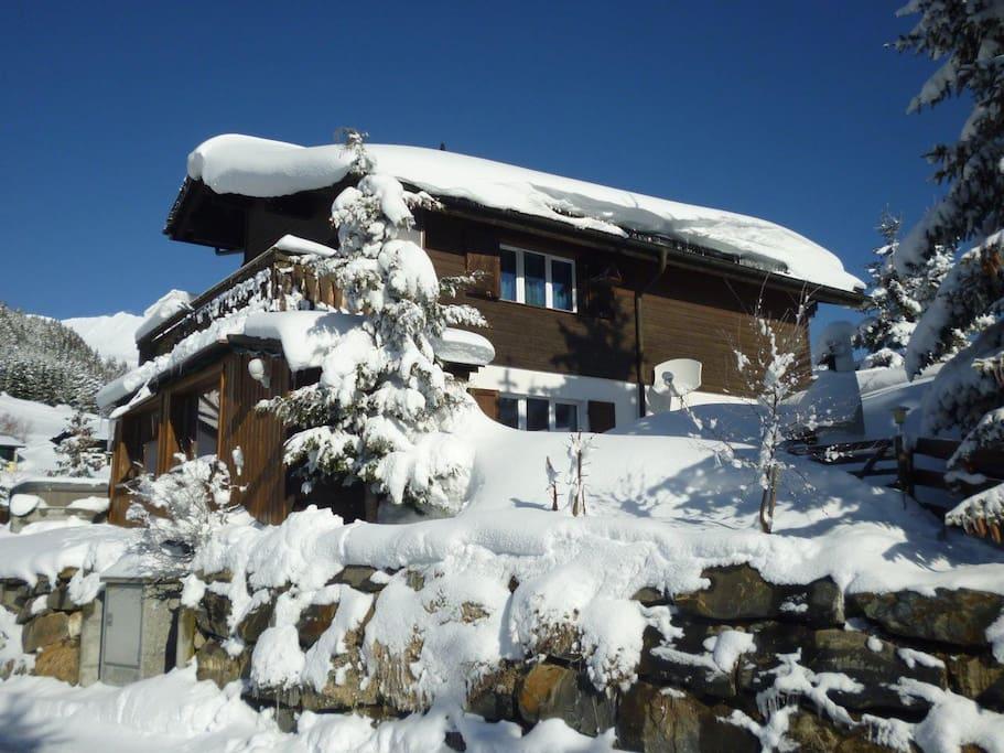 direkt an der Skipiste und immer im Schnee auf 1650 müM !