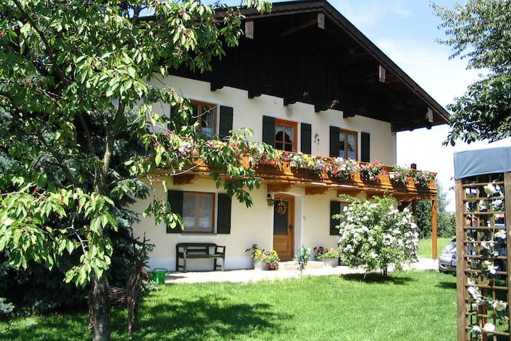 Holiday house with garden and two separate living areas close to the Chiemsee