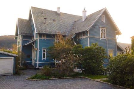 72m2 in old villa - large garden in city - Bergen
