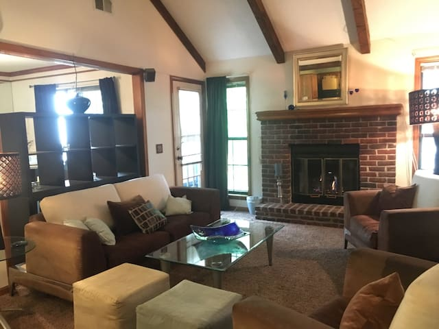 Beautiful Condo in Kansas City! - Shawnee - Appartement