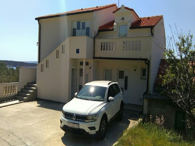 Apartments Jaklin - 1Bedroom ap. with Sea View (B)