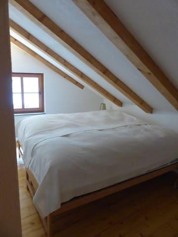 Schlafzimmer 2 mit zwei Einzelbetten (2.Stock)