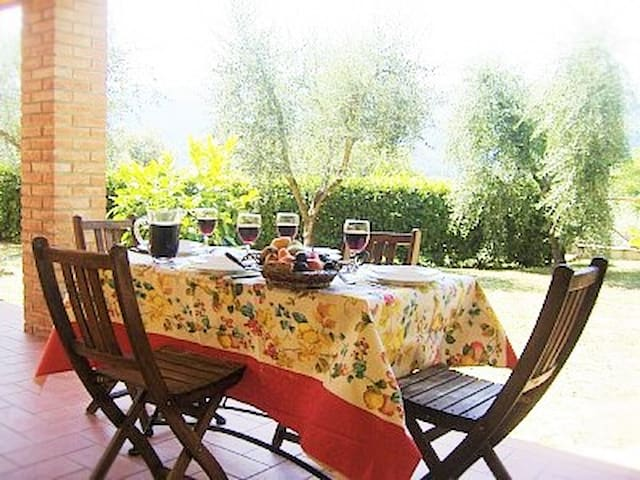 Apartment for 4 in an ancient farmhouse of end'700 - Pescia - Daire