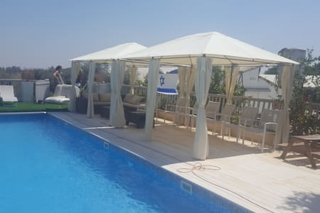 Amazing privat unit. with a heated swimming pool - Matsli'ah
