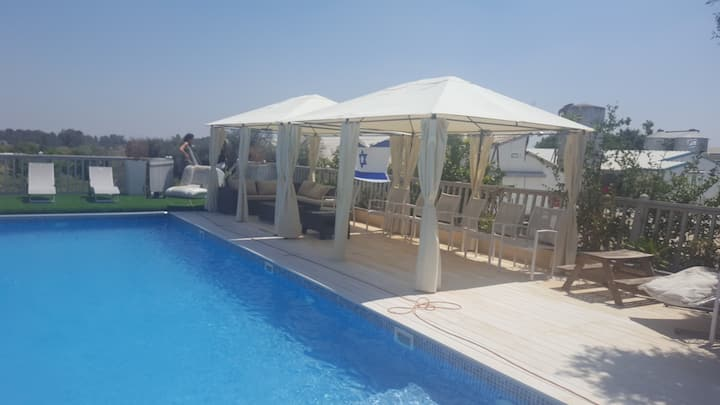 Amazing privat unit. with a heated swimming pool