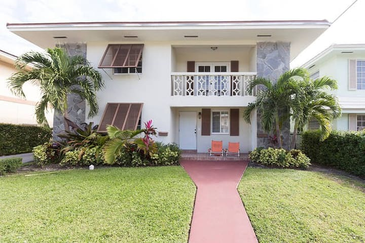 Room 2 in Updated Duplex + Parking - Coral Gables - Huis