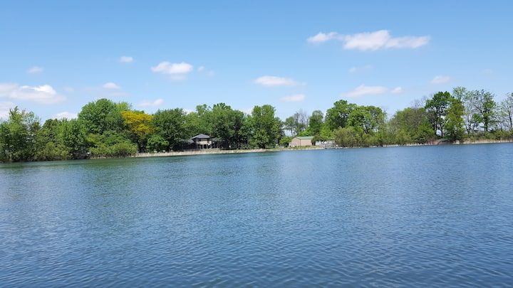 NEW 10 ACRE PRIVATE LAKE 3BDRM HOME 25 MINS 2 INDY