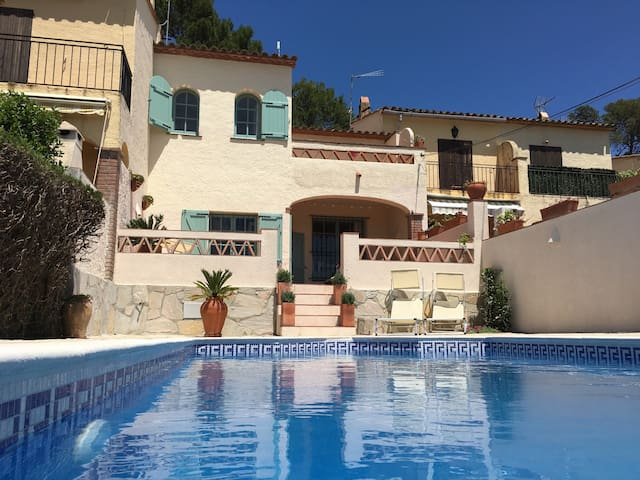 Family home with private pool! - La Torre Vella - Huis