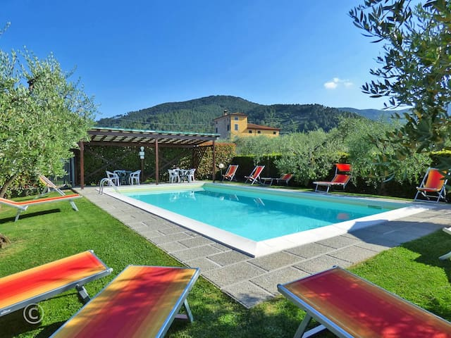 Walking distance to restaurant & village Pool WiFi - Capannori - Appartement