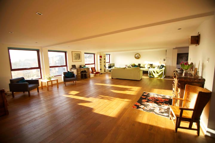 Double room & private ensuite in sunny penthouse - Glasgow - Departamento