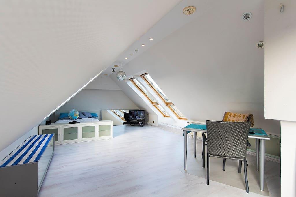 altstadt dachapartment mit domblick wohnungen zur miete. Black Bedroom Furniture Sets. Home Design Ideas
