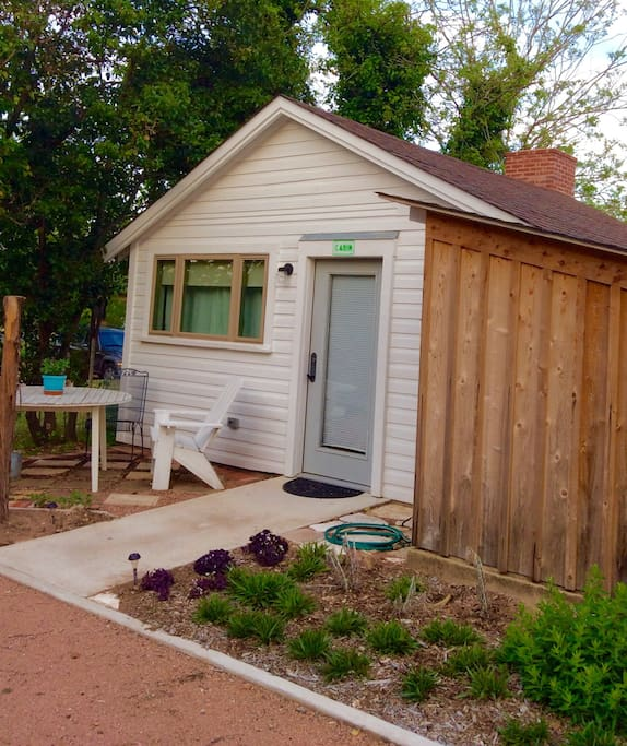 The cabin in town fredericksburg cabins for rent in for Cabin rentals fredericksburg tx