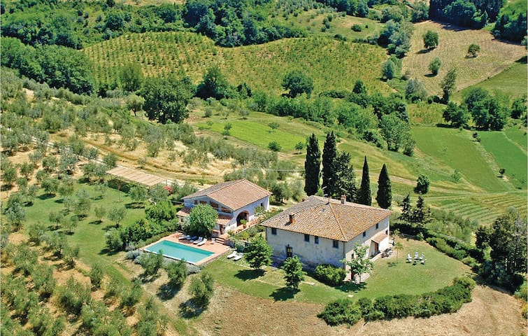 Holiday cottage with 7 bedrooms on 600m² in Barberino Val d'Elsa
