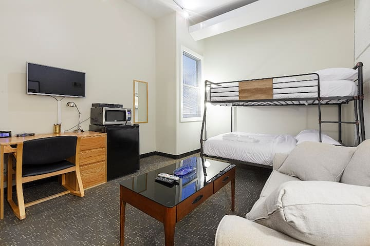 308 Studio in Downtown Boston, Stay Now!