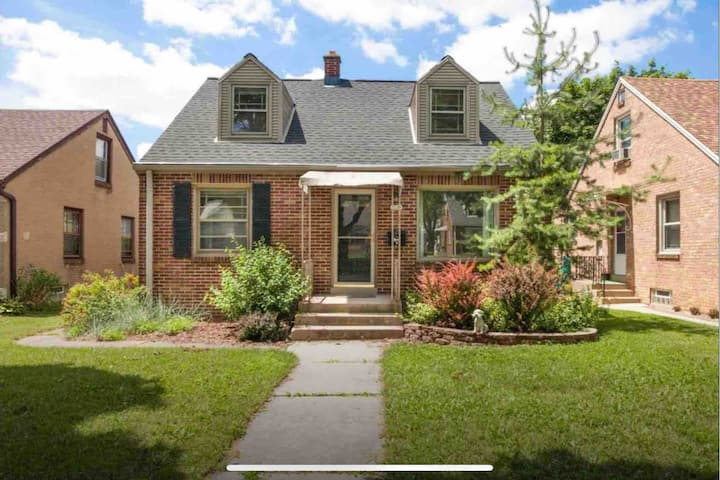Tosa Home | Near MCW ★ Froedtert ★ Mt Mary