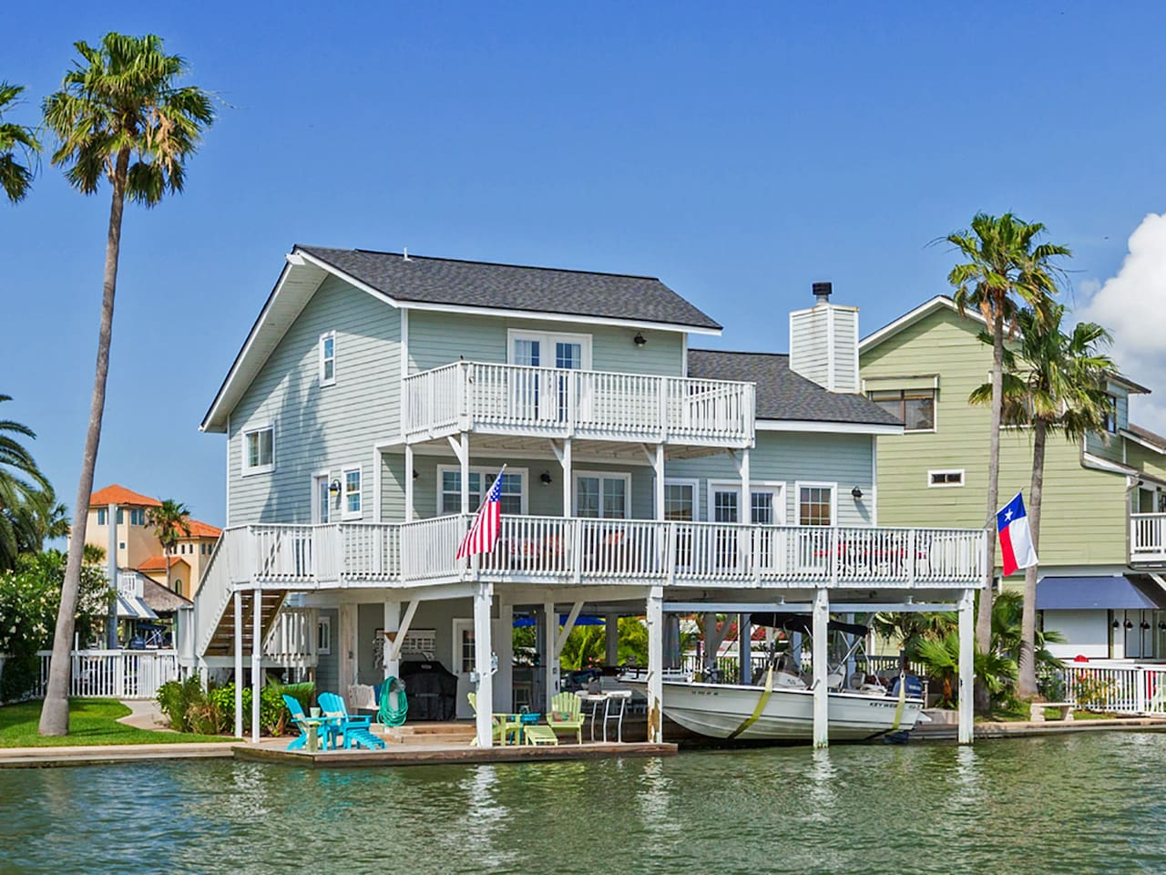 Welcome to Galveston! A perfect waterfront vacation spot.