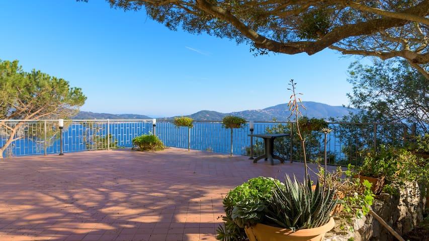 Splendida Villa sul mare - Lacona - Casa de camp