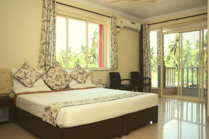 Spacious & Luxurious Room next to Bogmalo Beach
