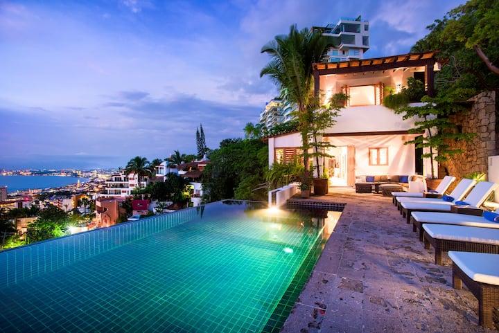 Villa breathtaking ocean view of the Bay & town.