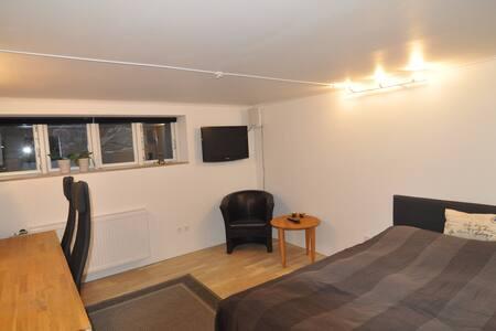 Lyst kælderværelse på 16 m2 - 1,5 km fra centrum - Esbjerg