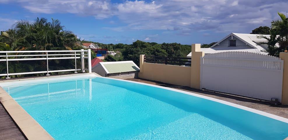 Deux-pièces avec piscine à 150m de la plage