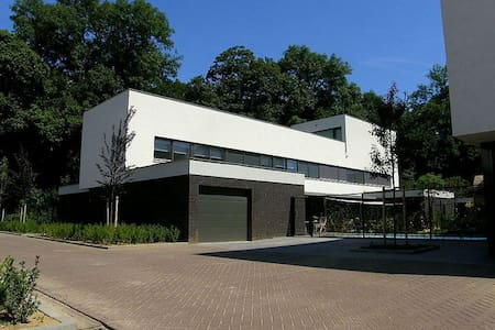 New! Villa with swimmingpool/garden in Maastricht - Willa