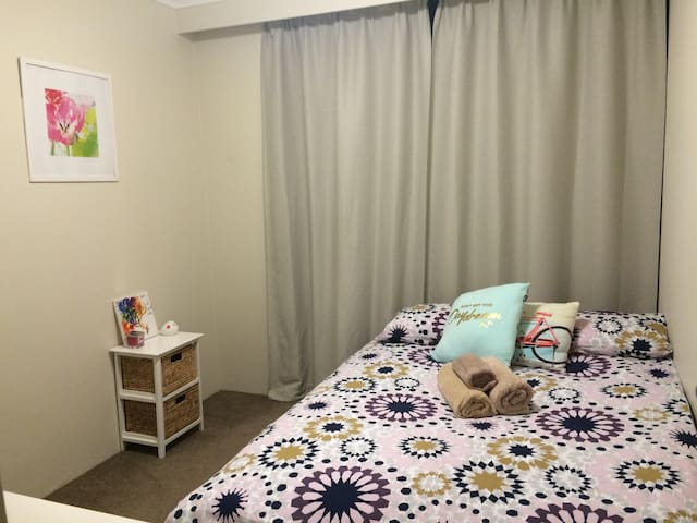 Comfortable, double bed city apartment - Darlinghurst