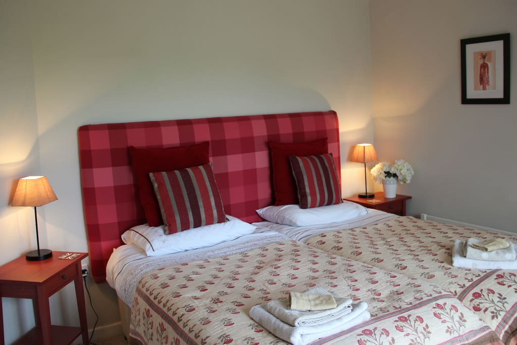 Red room 2 x single beds