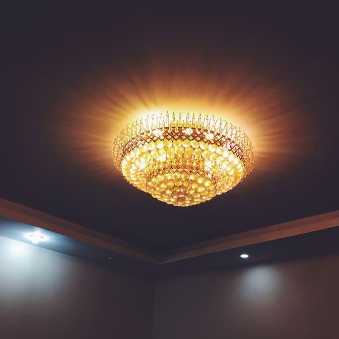 客厅超级大水晶灯