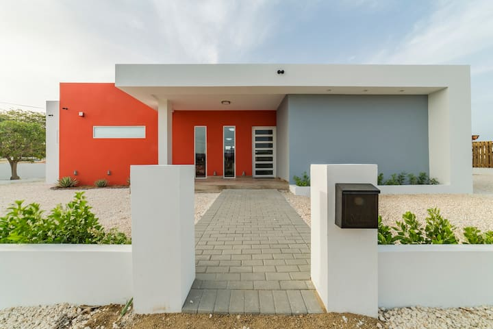 Viva Koyari - BEAUTIFUL Modern Home! 3BR 2 BATH