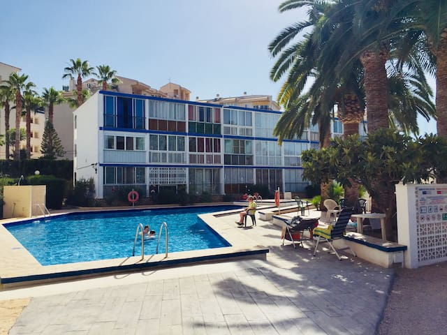Loft with pool, parking and garden! 2min to beach!