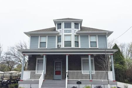 All Star Ohio House SLEEPS 22 Pool& Jacuzzi Access - Put-in-Bay - บ้าน