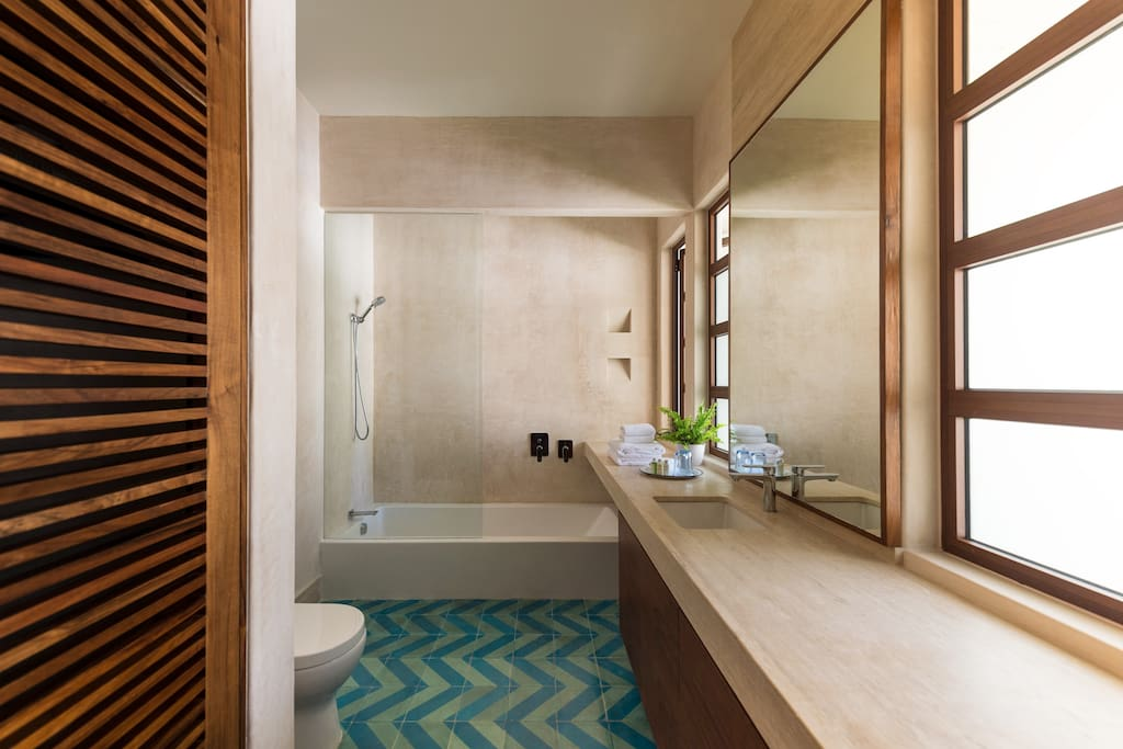 Suite No.1 Bathroom