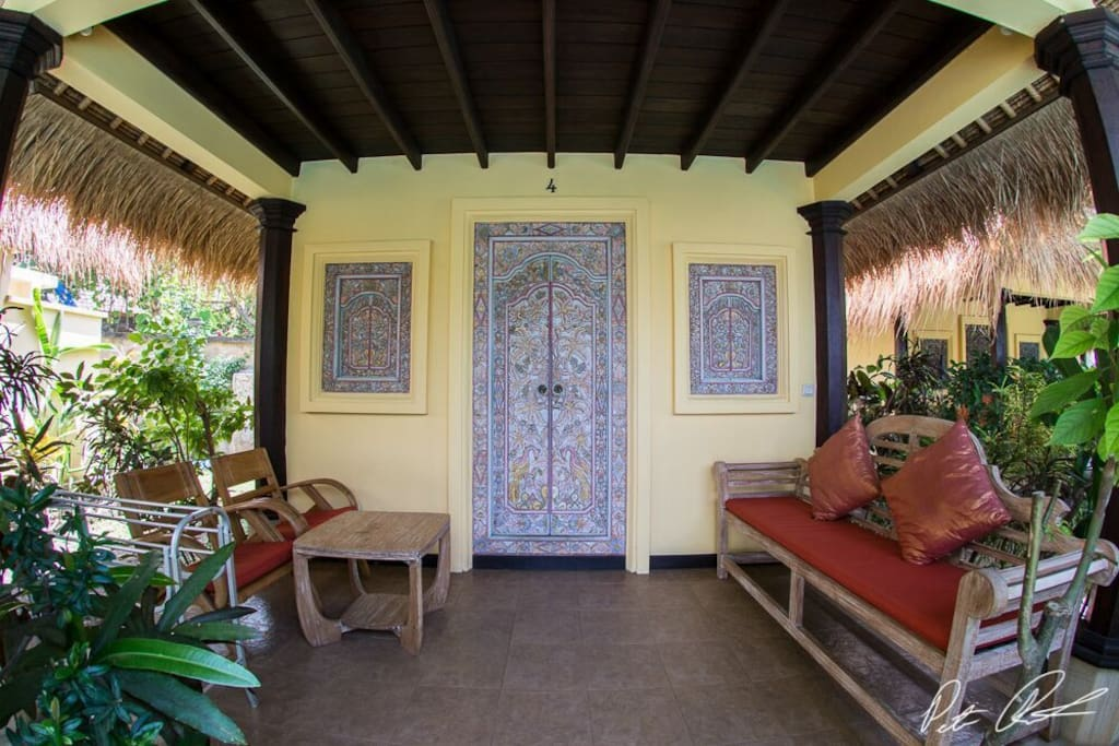 Relax on your terrace, with view of our pool and swimming pool, we have lots of fragrant plants growing for privacy...