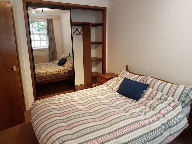 Bright homely flat for Edinburgh festival