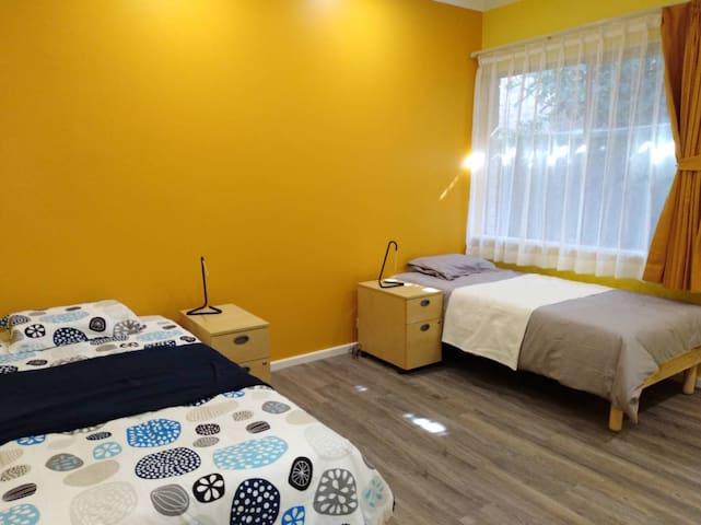 Hernals Residence -Yellow bedroom