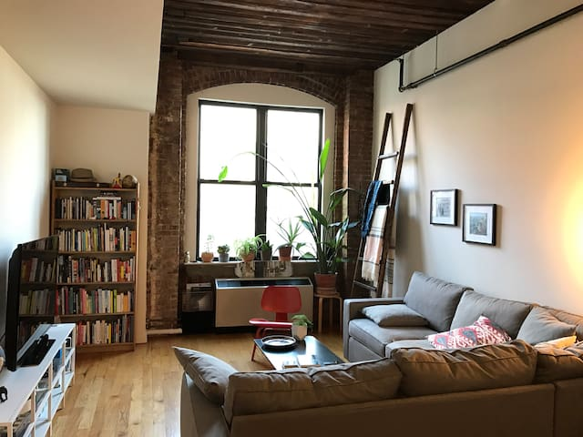 Bridge View, Designer Brick & Timber Loft - Brooklyn - Apartment