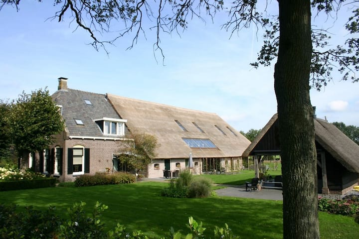 Grandeur Farmhouse in Dwingeloo at a National Park
