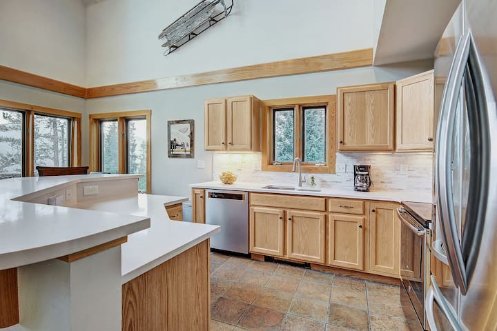 Additional view of the kitchen.