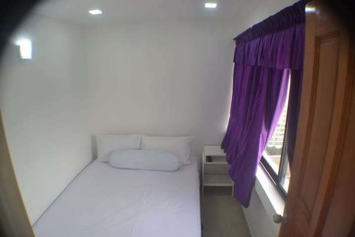 Room 6 with Queen Bed